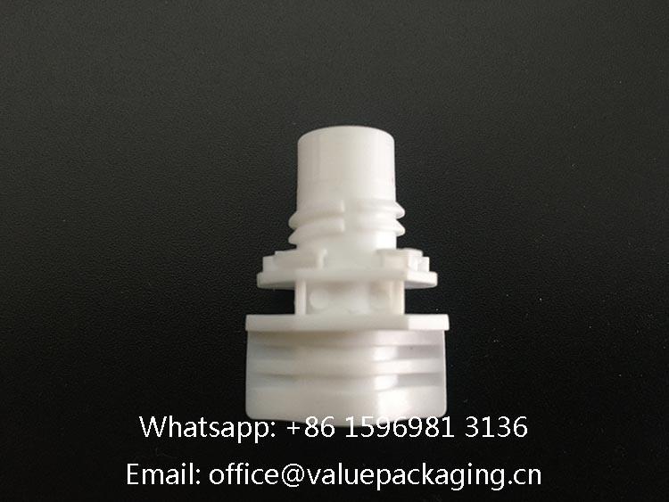 white-plastic-spout-8.6mm